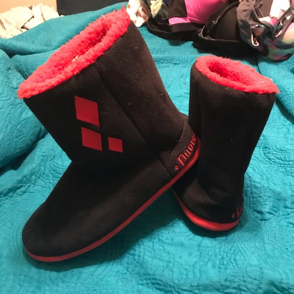dc03b01fdc0e Hot Topic Shoes - Harley Quinn Boot Slippers